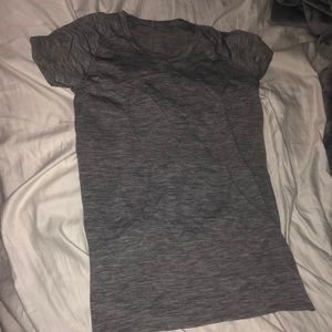 Lulu lemon grey tee